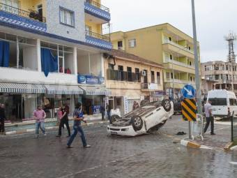 1368299396-double-car-bombing-in-turkish-border-town-reyhanli_2042644-1369044252.jpg