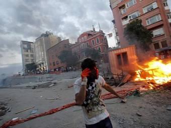 606x341_226678_turkish-anti-government-protest-1371489344.jpg