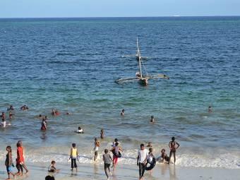 800px-nyali_beach_from_the_reef_hotel_during_high_tide_in_mombasa_kenya_36-1382525508.jpg