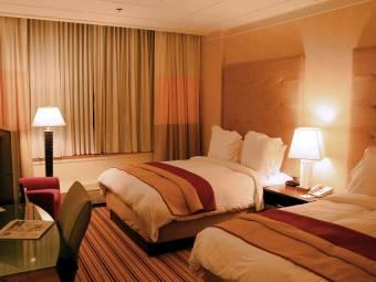 hotel-room-renaissance-columbus-ohio-1436795011.jpg